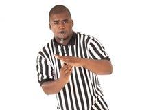 Arbitro nero che fa una chiamata del fallo tecnico o della t Fotografia Stock Libera da Diritti