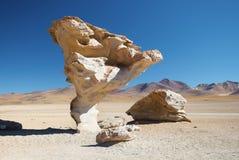 Arbol de Piedra - träd av vagga, den Siloli öknen - Bolivia royaltyfria bilder