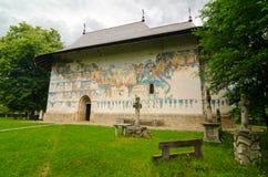 Arbore kyrka i Rumänien Royaltyfria Bilder