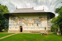 Arbore kyrka i Rumänien Arkivbild