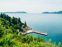 Arboreto Trsteno del amarre del barco, cerca de Dubrovnik en Croacia imagen de archivo
