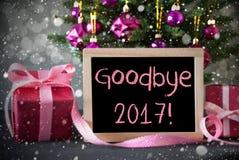 Arbre avec des cadeaux, flocons de neige, Bokeh, texte au revoir 2017 Photo stock