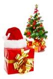 Arbre, chapeau et présents de Noël Photographie stock