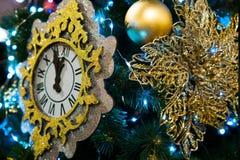 Arbre décoré de Chrismas, pin, nouvelle année, plan rapproché de lighs de chrismas image stock