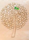 Arbre d'amour écologique avec deux coeurs verts Photo libre de droits