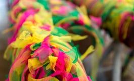 Arbre d'odorata de Hopea Célèbre pour employer la guirlande et 7 couleurs de tissu pour offrir et prier photo libre de droits