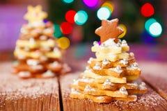 Arbre de biscuit de pain d'épice de Noël comme cadeau Photographie stock libre de droits