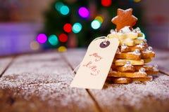 Arbre de biscuit de pain d'épice de Noël comme cadeau Photo libre de droits