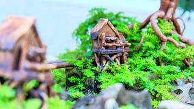 Arbre de bonsaïs de maisons modèles Photographie stock libre de droits