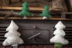 Arbre de cheminée de bonhomme de neige de métiers de décorations de Noël Image stock