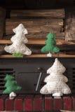 Arbre de cheminée de bonhomme de neige de métiers de décorations de Noël Images stock