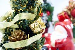 arbre de Claus Santa de Noël photographie stock libre de droits