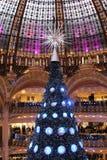 Arbre de Noël à Galeries Lafayette, Paris Photos stock