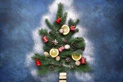 Arbre de Noël abstrait fait à partir des branches de sapin Vue supérieure Images stock