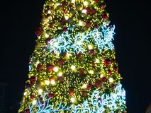 Arbre de Noël artificiel de pin Photographie stock libre de droits