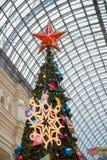 Arbre de Noël au centre commercial photographie stock