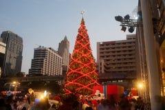 Arbre de Noël au centre commercial de Centralworld à Bangkok, Thaïlande Images stock