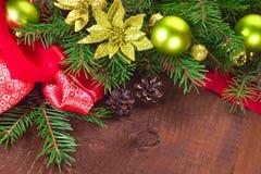 Arbre de Noël avec des boules Photographie stock libre de droits