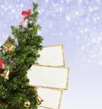 Arbre de Noël avec des cartes postales de salutation Image libre de droits