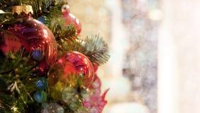 Arbre de Noël avec des jouets image libre de droits