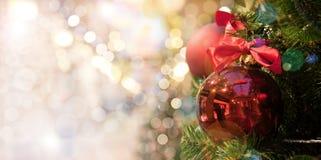 Arbre de Noël avec des jouets photos libres de droits