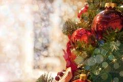 Arbre de Noël avec des jouets images libres de droits