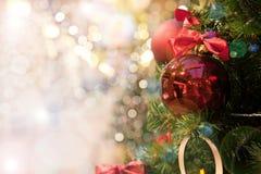 Arbre de Noël avec des jouets photos stock