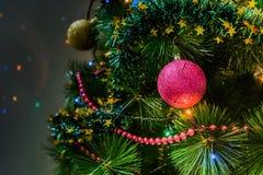 Arbre de Noël avec des lumières Photographie stock