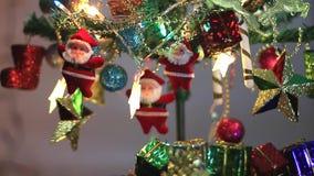 Arbre de Noël avec l'éclairage décoratif banque de vidéos