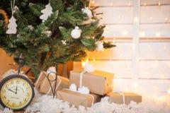 Arbre de Noël avec l'illustration de gifts Photo libre de droits