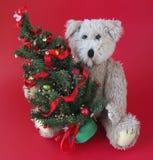 Arbre de Noël avec l'ours de nounours photo libre de droits