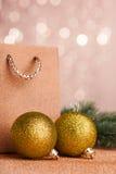 Arbre de Noël avec la boule de décoration image stock