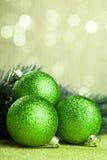 Arbre de Noël avec la boule de décoration photographie stock