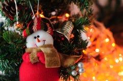 Arbre de Noël avec le bonhomme de neige de jouet Photographie stock libre de droits