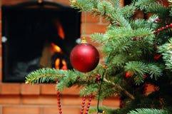 Arbre de Noël avec le jouet Images libres de droits