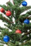 Arbre de Noël avec les babioles rouges et bleues Images libres de droits