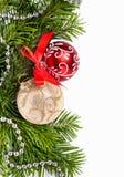 Arbre de Noël avec les billes d'or et rouges Images libres de droits