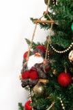 Arbre de Noël avec les jouets et la Santa Claus d'isolement sur le backg blanc Photo libre de droits