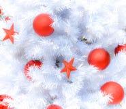 Arbre de Noël blanc de neige avec la décoration Image libre de droits