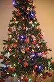 Arbre de Noël, bokeh de foyer, brouillé Image libre de droits