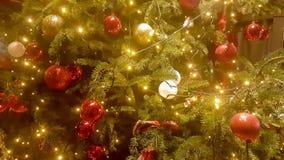 Arbre de Noël décoré grand banque de vidéos
