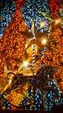 Arbre de Noël d'or avec le cheval photographie stock libre de droits