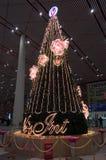 Arbre de Noël dans l'aéroport international capital de Pékin Image libre de droits