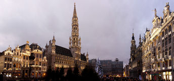 Arbre de Noël dans la place grande, Bruxelles Photo libre de droits