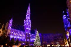 Arbre de Noël dans la place grande, Bruxelles Photos libres de droits