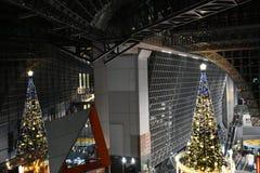 Arbre de Noël dans la station de Kyoto Images libres de droits