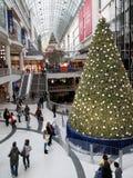 Arbre de Noël dans le centre commercial Image libre de droits