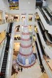 Arbre de Noël dans le centre commercial Photo libre de droits