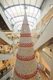 Arbre de Noël dans le centre commercial Photos stock