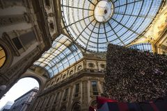 Arbre de Noël dans le puits Vittorio Emanuele II, Milan Italy photos libres de droits